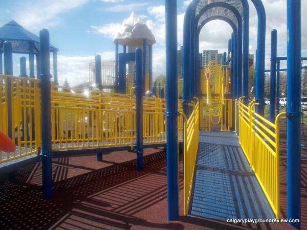 Poplar Rd Playground - calgaryplaygroundreview.com