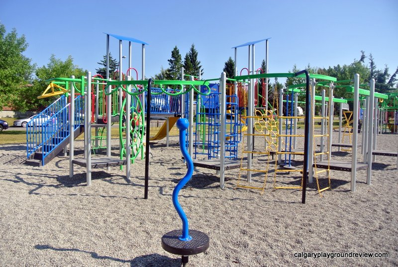 Yellow Slide Playground - Deer Run/Deer Ridge - calgaryplaygroundreview.com