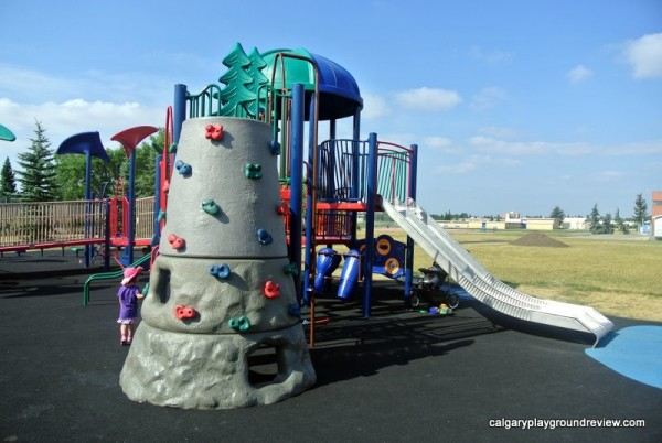 Forest Lawn Ramp Playground - calgaryplaygroundreview.com