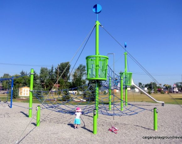 Col Walker School Playground - calgaryplaygroundreview.com