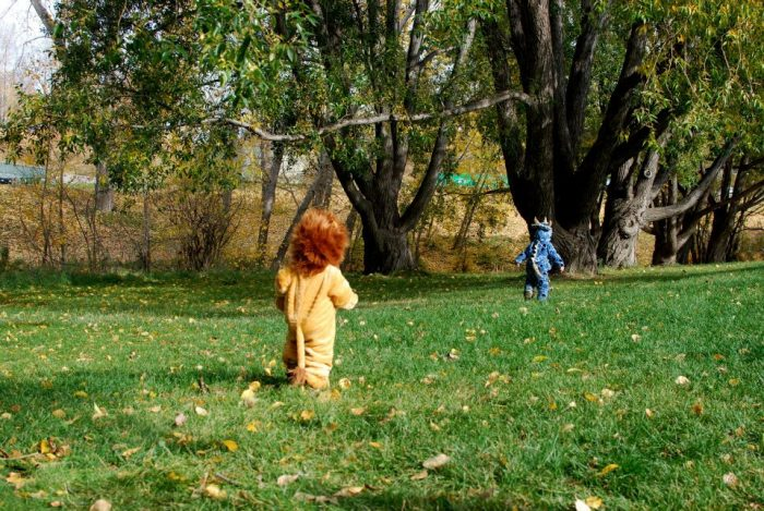 Halloween at the Park - kids in costumes
