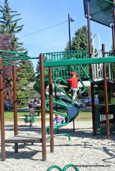Kingsland 70th Avenue Playground - calgaryplaygroundreview.com