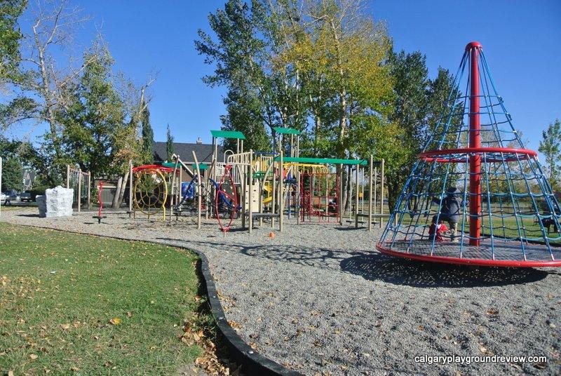 Westmount Playground - calgaryplaygroundreview.com