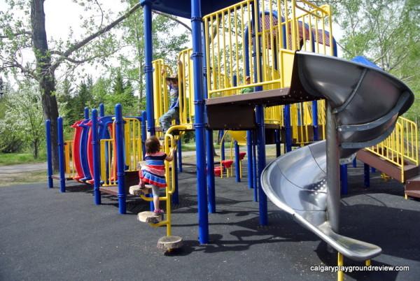 Bowness Park Playground - calgaryplaygroundreview.com