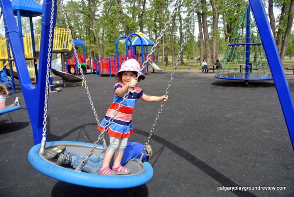 Bowness Park Playground - calgaryplaygroundreview.com