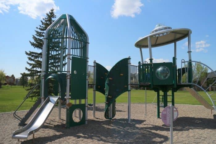 Ridgewood Park - #albertastaycation - calgaryplaygroundreview.com