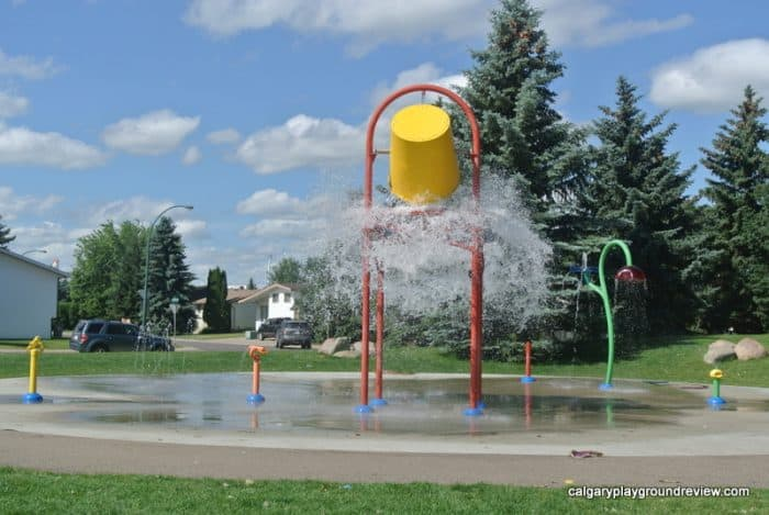 Medicine Hat Playgrounds, Parks and Spray Parks - Ross Glen Towne Centre Playground - Spray Park - Medicine Hat