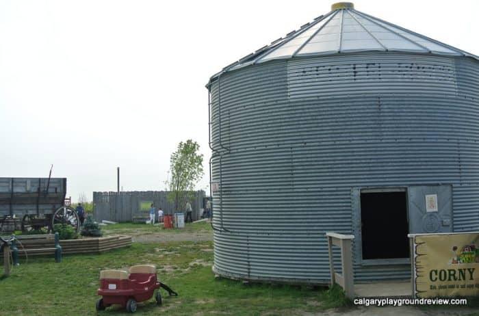 Corny bin grain silo with sand inside