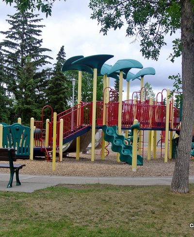 Greenfield School Playground + Greenfield Community Playground and spray park – Edmonton