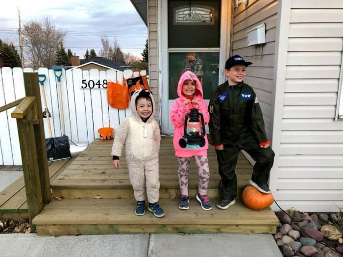 Kids ready to trick or treat